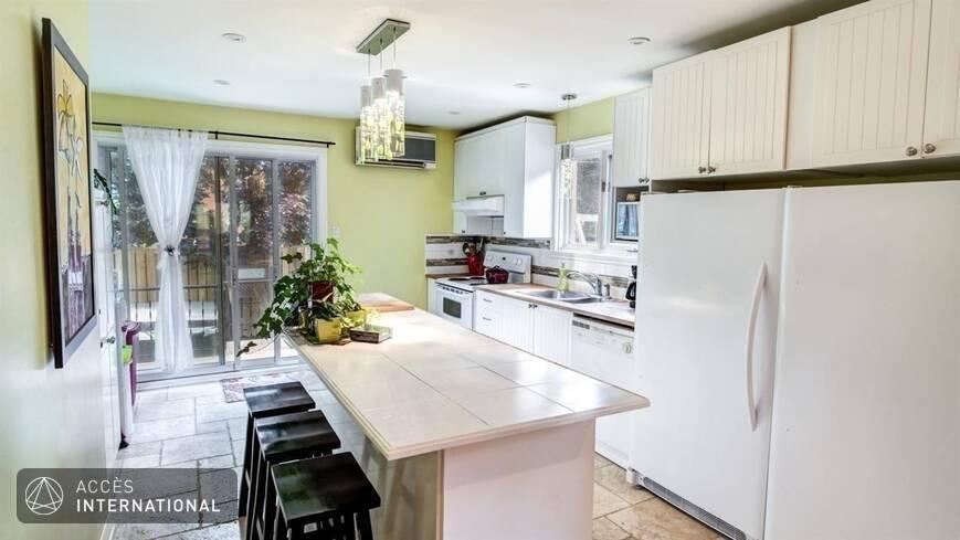 beau cottage louer compl tement meubl et quip dans le quartier ahuntsic montr al. Black Bedroom Furniture Sets. Home Design Ideas