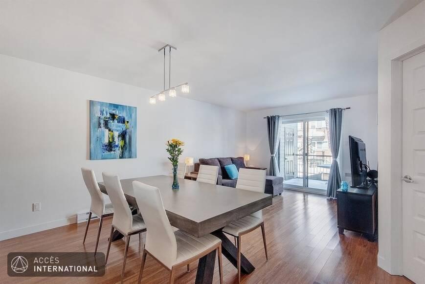 condo meubl louer. Black Bedroom Furniture Sets. Home Design Ideas