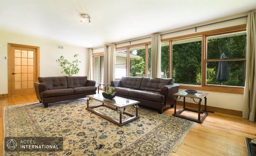 maison meubl e louer baie d 39 urf dans l 39 ouest de l 39 le de montr al. Black Bedroom Furniture Sets. Home Design Ideas
