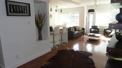 Gorgeous modern 3 bedrooms all furnished and equipped to rent in downtown Montreal