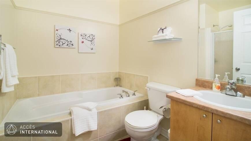 Joli appartement lou meubl et quip dans le centre for Meuble 5000 montreal
