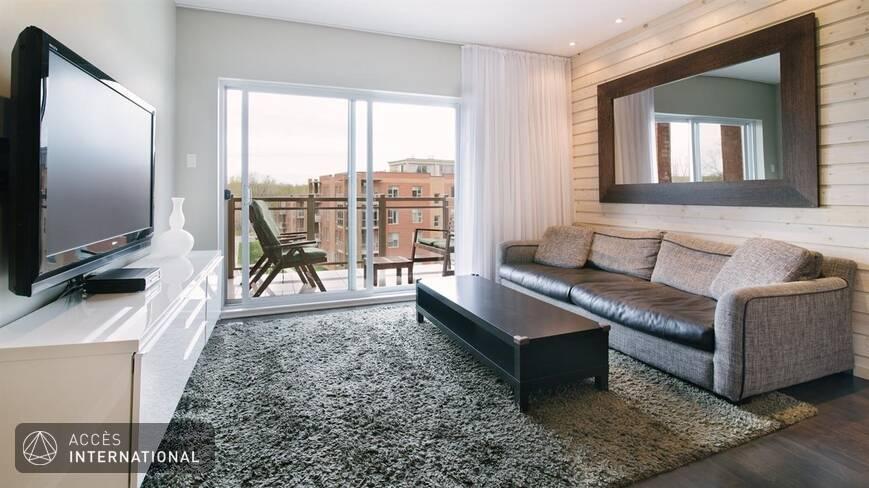 bel appartement moderne enti rement meubl louer laval duvernay. Black Bedroom Furniture Sets. Home Design Ideas