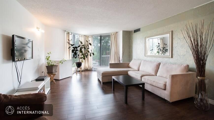 superbe condo louer meubl et quip l 39 le des soeurs montr al. Black Bedroom Furniture Sets. Home Design Ideas