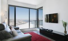 Furnished and equipped condo in Montreal with view of the St-Lawrence river.