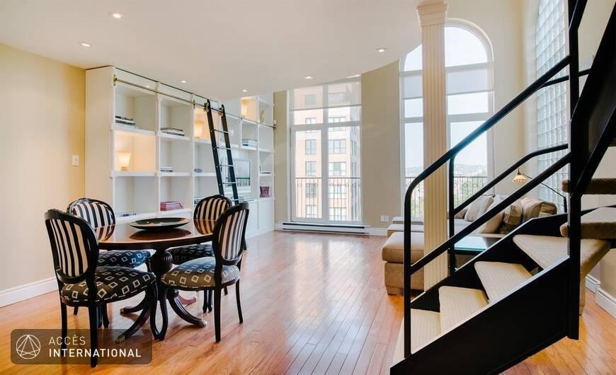 superbe condo meubl et quip louer l 39 le des soeurs pr s du centre ville de montr al. Black Bedroom Furniture Sets. Home Design Ideas