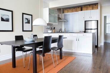 superbe appartement meubl louer outremont pr s de bernard. Black Bedroom Furniture Sets. Home Design Ideas