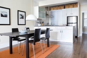 Superbe appartement meubl louer outremont pr s de bernard for Meuble 5000 montreal