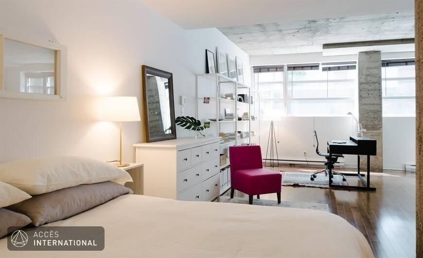 Spacieux loft compl tement meubl et quip situ for Meuble 5000 montreal