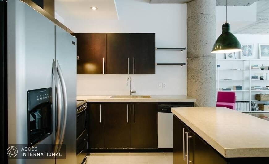 Spacieux loft compl tement meubl et quip situ for Garde meuble montreal