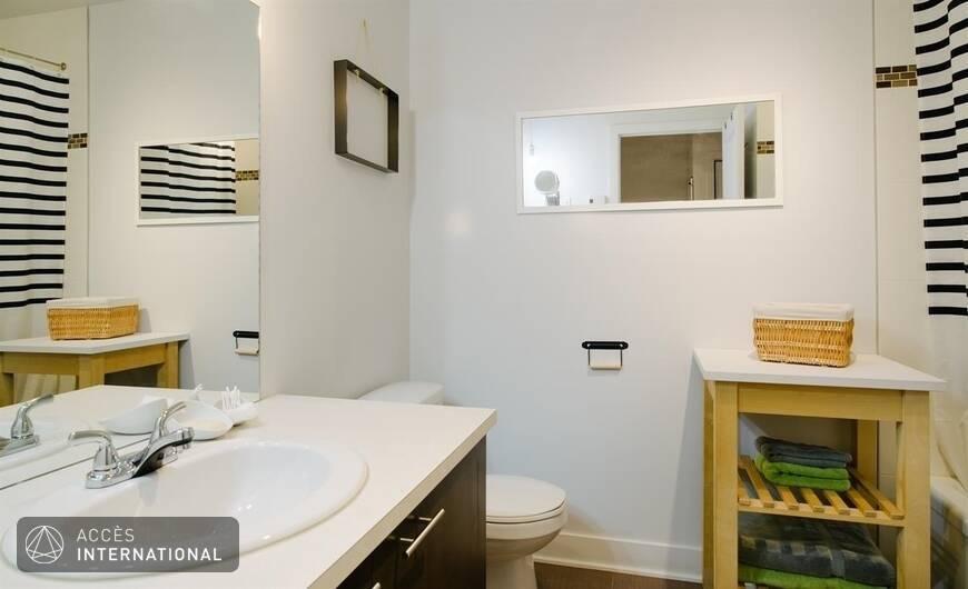Superbe appartement compl tement meubl louer dans le for Salle de bain urbaine