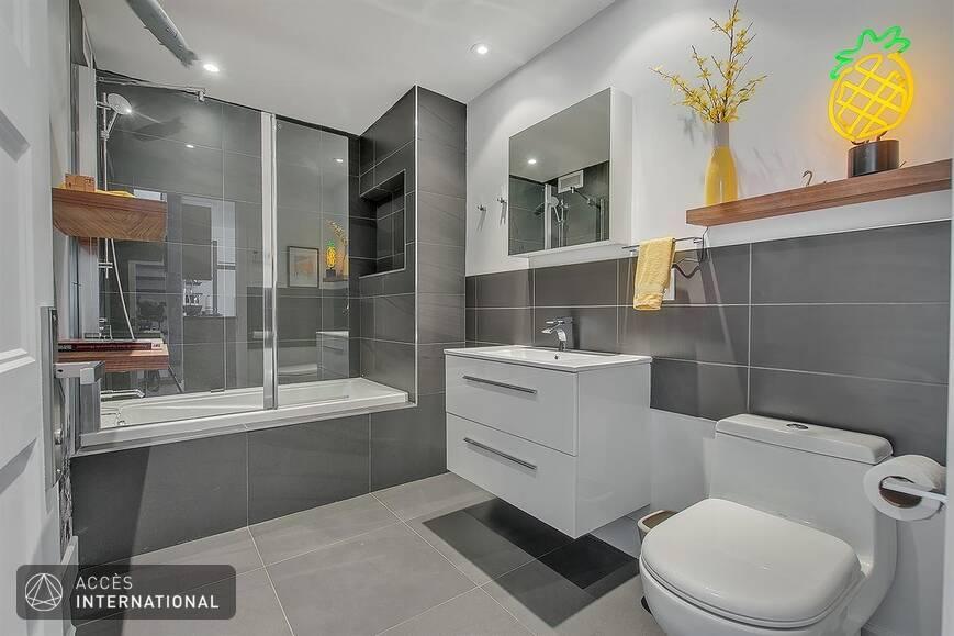 superbe condo meubl louer montr al. Black Bedroom Furniture Sets. Home Design Ideas