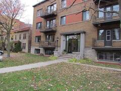 Superb Condo fully furnished and equipped for rent in the heart of Saint-Lambert
