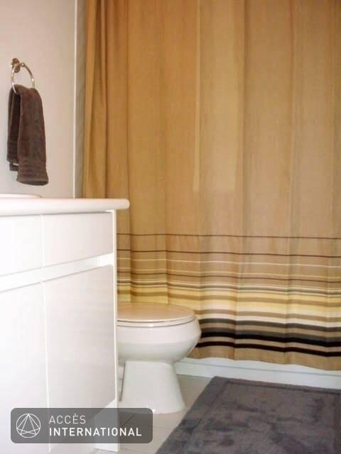 condo de luxe vieux montr al condominium meubl louer montr al. Black Bedroom Furniture Sets. Home Design Ideas