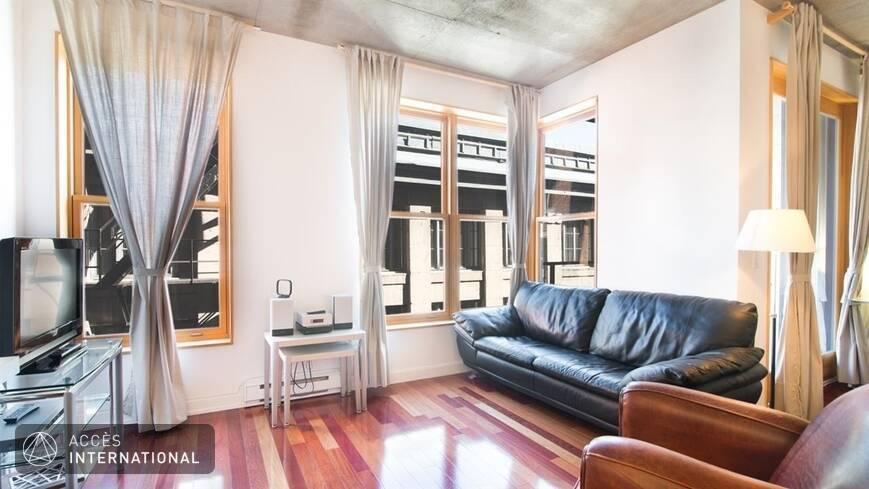 condominium meubl et quip en location situ dans le vieux montr al. Black Bedroom Furniture Sets. Home Design Ideas