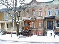 Welcoming townhouse Quebec city, condo rental furnished apartment.