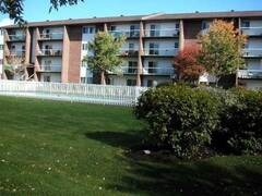 Beautiful condominium Sainte-Foy Quebec, furnished condo apartment rental.